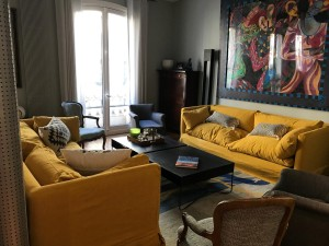 canapé jaune sur mesure tapisserie décoration batignolles paris lartetlafacon