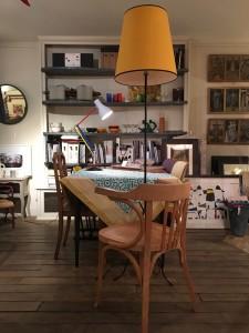 lampadaire abat jour sur mesure vintage jaune décoration luminaires lartetlafacon batignollesparis 17ruedesdames