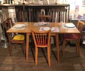 table de salle à manger en bois de chêne modèle vintage à rabat avec rangementl