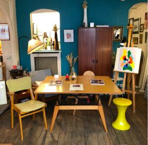 ambiance interieur vintage annees50 annees60 paris home batignolles boutique mobilier paris inspiration couleur jaune