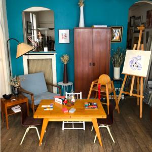 ambiance vintage design danois français tablebasse chaisesenfant fauteuil scandinave galerie vintage mobilier rue nollet batignolles lartetlafaçon
