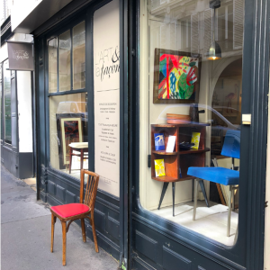 vitrine boutique paris batignolles decoration vintage annees50 antiquaire rue nollet