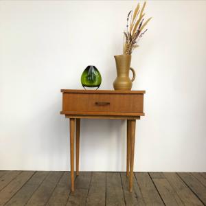 table de chevet vintage 50s pieds fuseau bois clair brocante paris 17 decoration lartetlafaçon